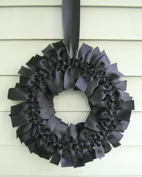 Halloween Wreaths: Bows Wreaths, Christmas Colors, Seasons, Ribbons Wreaths, Front Doors, Black Ribbons, Wreaths Ideas, Ribbon Wreaths, Halloween Wreaths