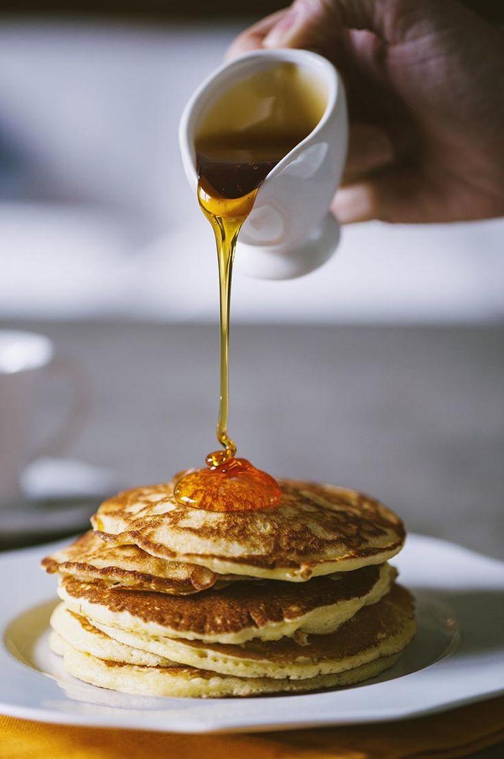 Hai mai gustato per colazione una pila di soffici pancakes allo sciroppo d'acero? Non ne potrai più fare a meno, prova la mia versione!