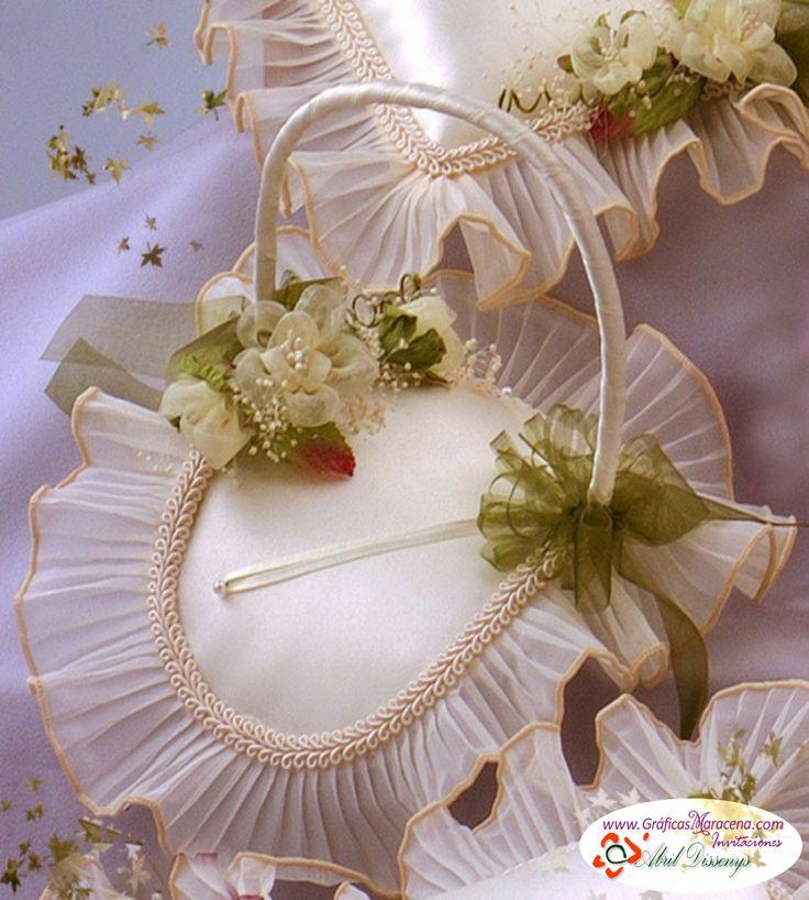 Elegante cesta porta anillos boda