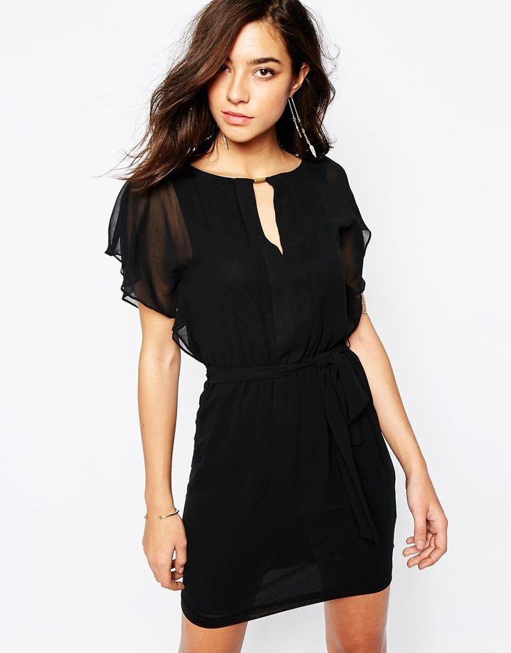 The summer is black! 30 vestiti neri corti per l'estate | Impulse