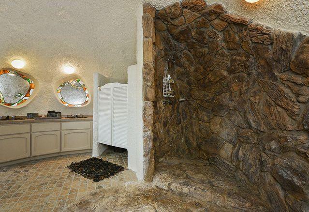maison-pierrafeu-toilette
