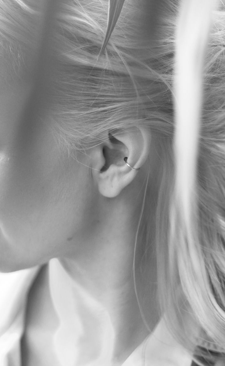 light and chic Ear cuff  By Laura Darth