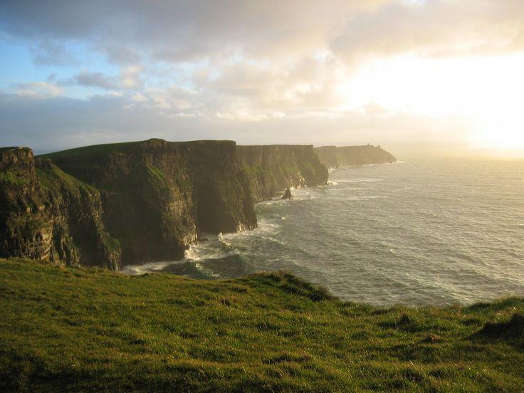 Cliffs Of Moher im Irland Reiseführer http://www.abenteurer.net/1903-irland-reisefuehrer/