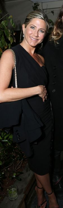 Jennifer Aniston in Roland Mouret
