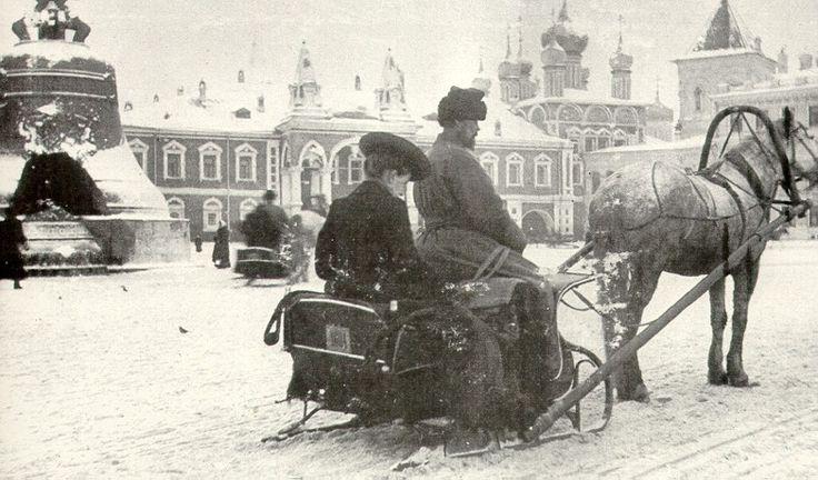 Извозчик на территории Кремля.. Москва. 1903 г. [Cabby on the territory of the Kremlin .. Moscow. 1903]