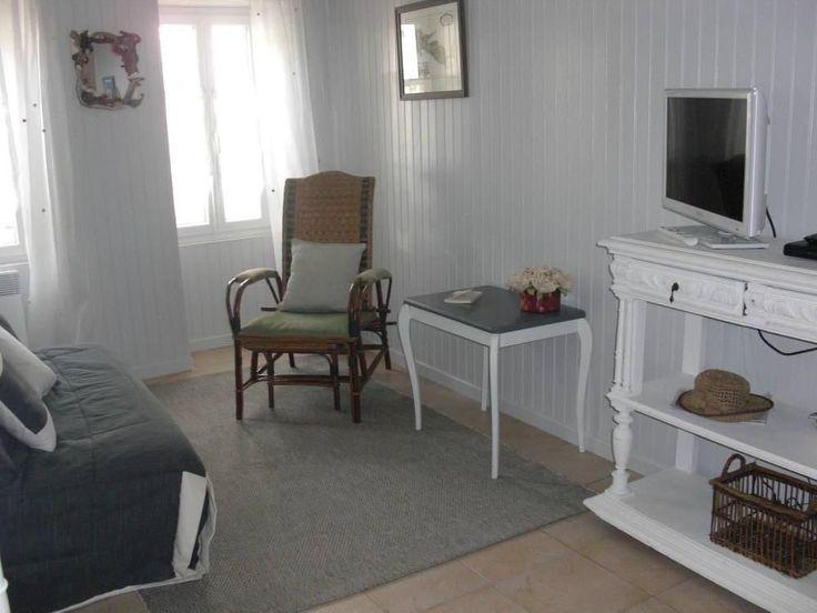 Ars en Ré, Maison de vacances avec 2 chambres pour 7 personnes. Réservez la location 6231745 avec Abritel. Maison rétaise chaleureuse et spacieuse avec jardin clos