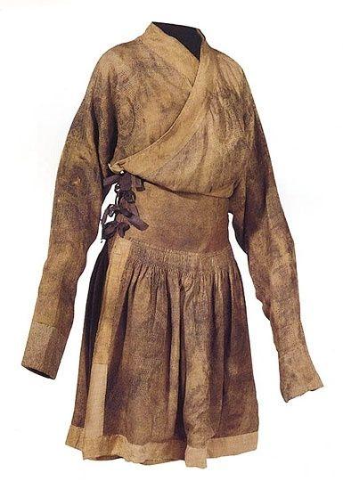 Robe with silk braiding decoration Yuan dynasty (1279-1368) http://www.asianart.com/rossi/gallery5/11.html