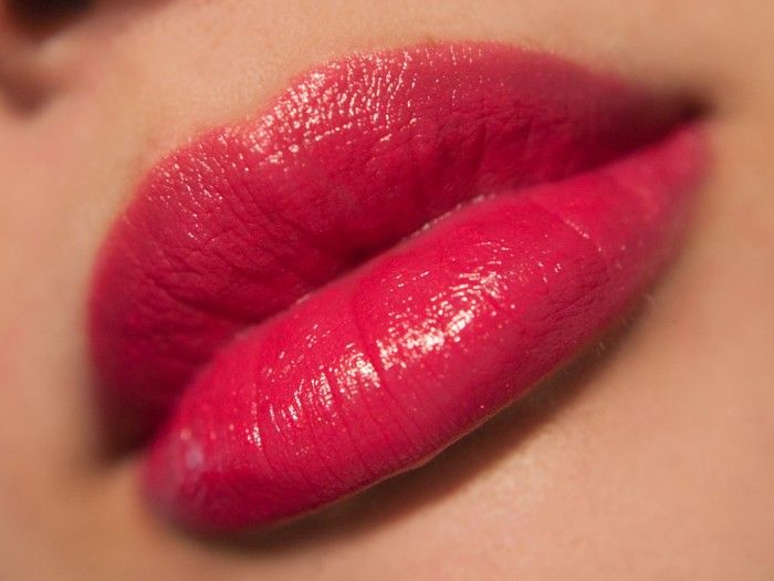Guerlain Kiss Kiss 324 Red Love  Swatches  Lip Swatches -2716