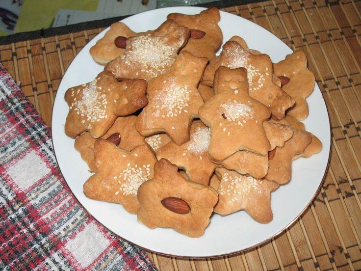 Песочное печенье со специями, миндалём и кунжутом.