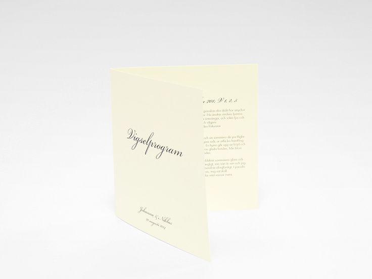Bröllopskollektionen Stockholm Ivory är en klassisk kollektion med save the date kort bröllopsinbjudan, kuvert, festprogram mm. Köp den i webbshopen här.