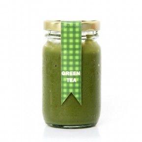 Supaya awet, masukkan selai green tea ke dalam wadah