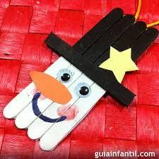 adornos navideos con palos de helado una manualidad sencilla y original para los nios anmate a el rbol de navidad con tus hijos