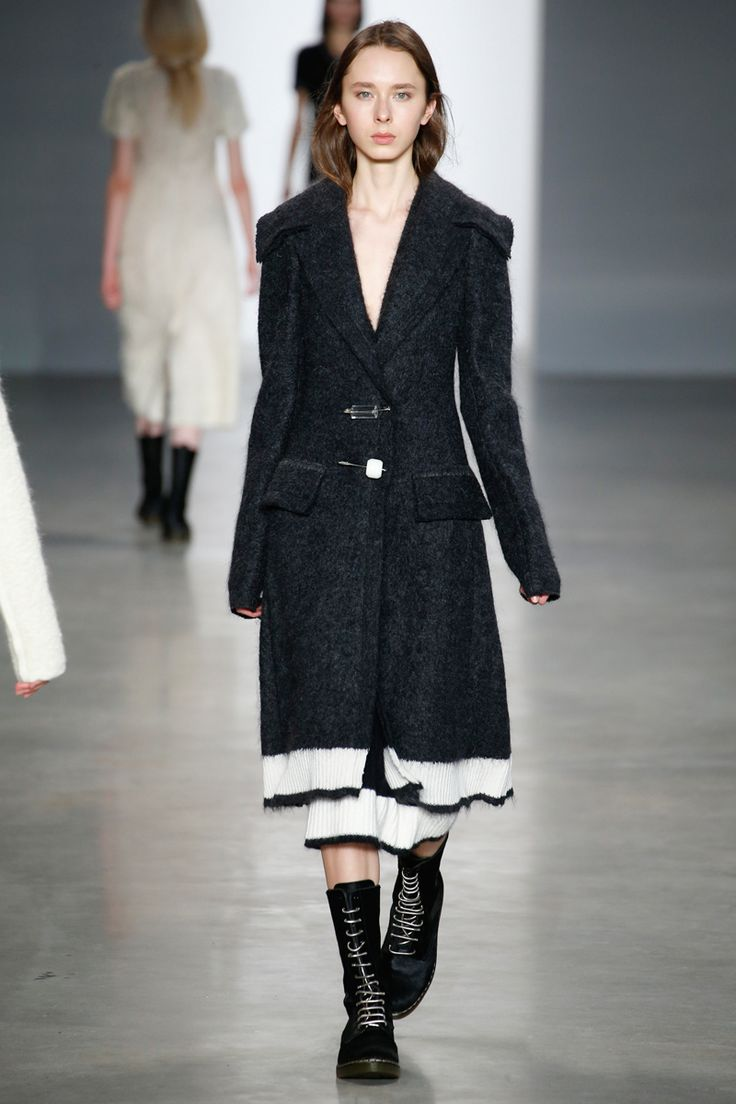 Calvin Klein Collection Fall 2014 RTW - Review - Fashion Week - Runway, Fashion Shows and Collections - Vogue