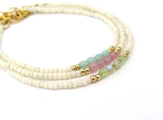 Vriendschap armband, crème witte armband, Pastel armband, zomer sieraden, zaad parel armband, bruidsmeisje Gift, Yoga Zen, minimale bruiloft