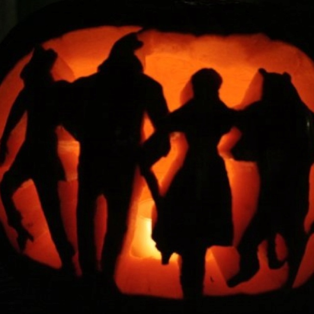Whos Gonna Carve This Pumpkin For Me Wizard Of Oz Carving Cool