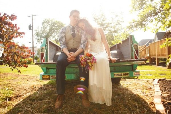Rustic-Vintage-Pickup-Truck-Wedding-Photo