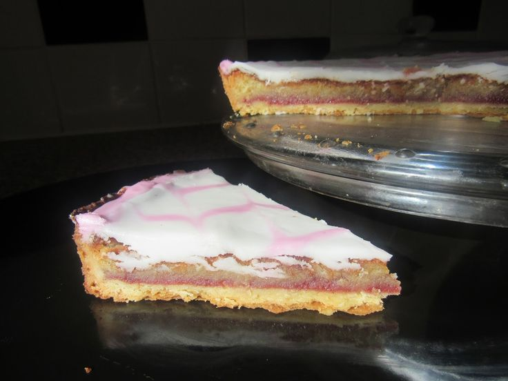 Strawberry Bakewell Tart (recipe in comments) (1600 x 1200)