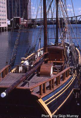 VIDA Statement Clutch - Boston Tall Ships by VIDA HfcrmIx
