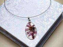 #Handmade #jewelry #bracelet http://www.rmekszer.hu/ Műgyanta préselt lepkevirágos nyaklánc