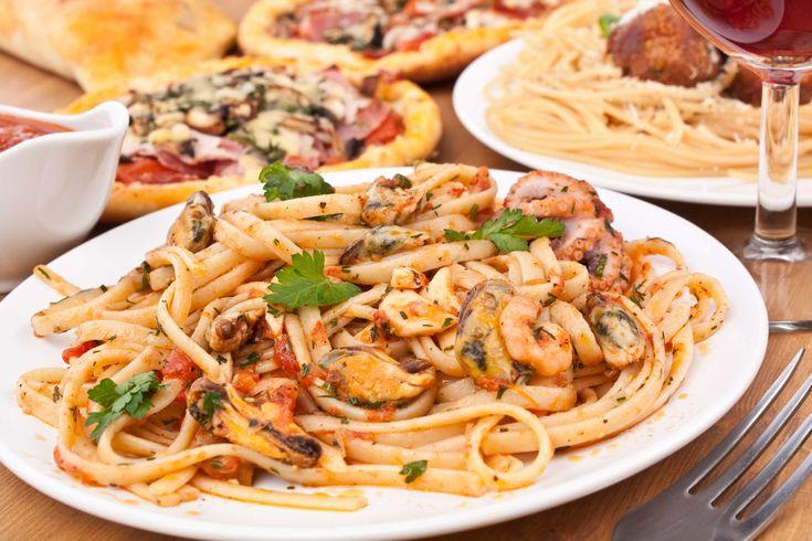 Farfurie cu paste si fructe de mare, paste fiind un simbol pentru bucateria italiana