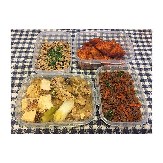 3月5周目🗓 ・ ・ 今週もお疲れ様でした✨ ・ ・ *鶏そぼろひじき *甘辛チキン *豚肉豆腐 *韓国風焼肉 ・ ・ 2枚目のも合わせて8品🍽 合間合間で洗い物したりゆっくり調理して、 計3時間弱かな?✨ ・ ・ #作り置き #ごはん #お家ごはん #常備菜 #肉 #野菜 #主食 #副菜 #主菜 #お弁当 #料理 #supper #dinner #meal #lunch #vegetables #meat #instacook #instafood #instagood #japanese #food #love #eating #yammy #hungry #allday #l4l #l4f