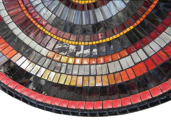 Mosaik Speise aus dem Handstücke cutted Glasmalerei, Glas, Fliesen und glasierte keramische Fliesen auf Bambus-Schale.  Abmessungen: Durchmesser: ~ 36cm / ~ 14  Höhe: 10 cm / ~ 4  Haben Sie Fragen zu diesem Titel oder ein anderes Element in meinem Shop, Bitte Convo mich.