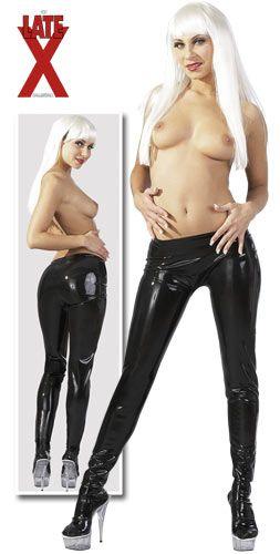 Mustat tiukat latex sukkahousut.