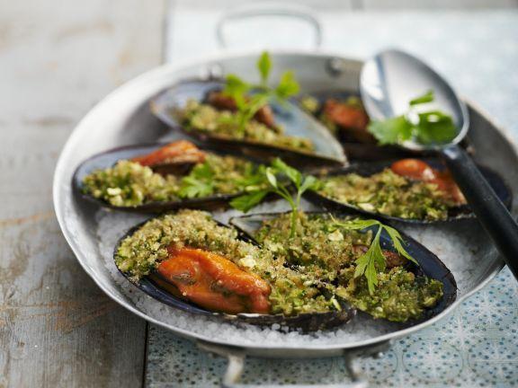 Miesmuscheln mit Kräutern gefüllt ist ein Rezept mit frischen Zutaten aus der Kategorie Muscheln. Probieren Sie dieses und weitere Rezepte von EAT SMARTER!