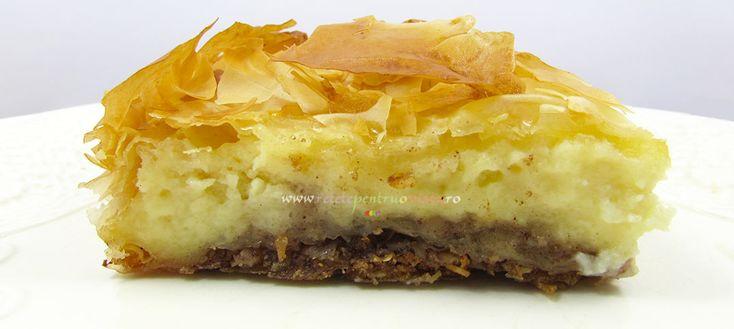 Reteta pas cu pas de prajitura cu lapte (galatopita), o reteta greceasca de prajitura cu lapte cu foi de placinta, migdale caramelizate si crema de lapte.