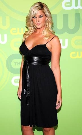 Whitney Thompson on the CW Green Carpet. She won America's Next Top Model, Cycle 10. I can't believe she is considered plus size!?!