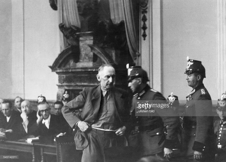 Policemen bring General Field Marshal Erwin von Witzleben to questioning at the trial of the July 20 Plot conspiartors at the People's court (Elssholzstraße, Berlin). In the back, from left: the assigned counsels Bergmann, Falck, Kunz. Next to Kunz, the accused Albrecht von Hagen- August, 07./08. 1944