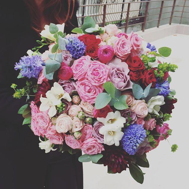 La multi ani, sarbatoritilor! Aduceti azi zambete, bucurie si soare persoanelor speciale din viata voastra! #atelierdual #lesgarconscreateurs #yesevents #yesdual #flowerslovers www.yesevents.ro