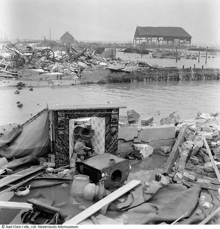 Schade aan huisraad Zeeland 1953.