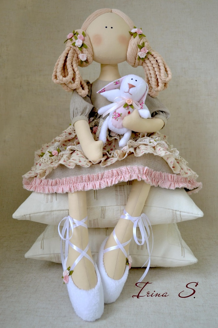 Fabulous doll....(i love her big feet and ballerina shoes!)....