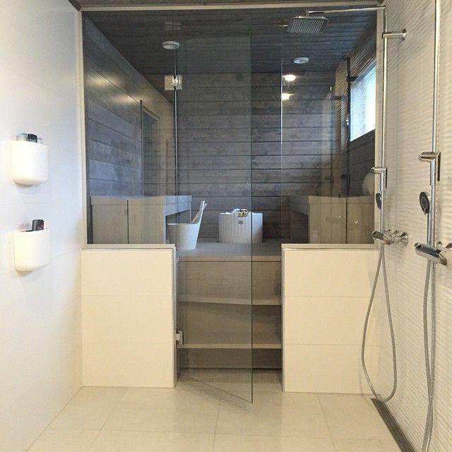 Tulikivi Kuura sauna heater, lovely sauna & shower space  #sioox #holzschutz #holz #woodprotection #sauna #holzsauna