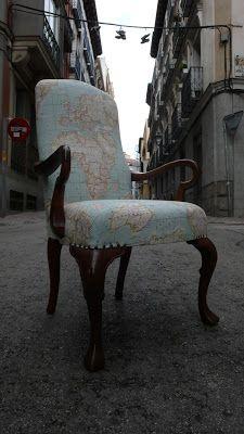 Butaca tapizada con tela de mapamundi