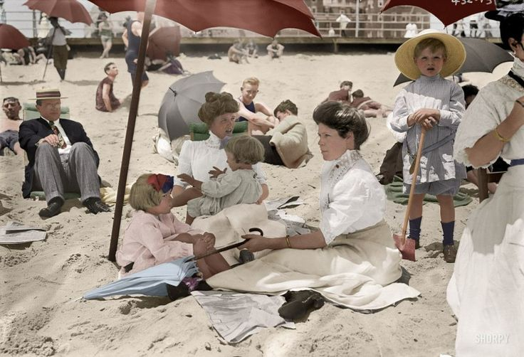 A collection of coloured photographs from America.