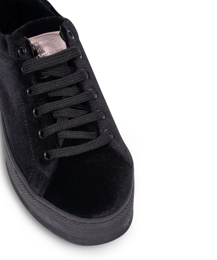 GRUMMAN sneaker with a velvet touch... Black