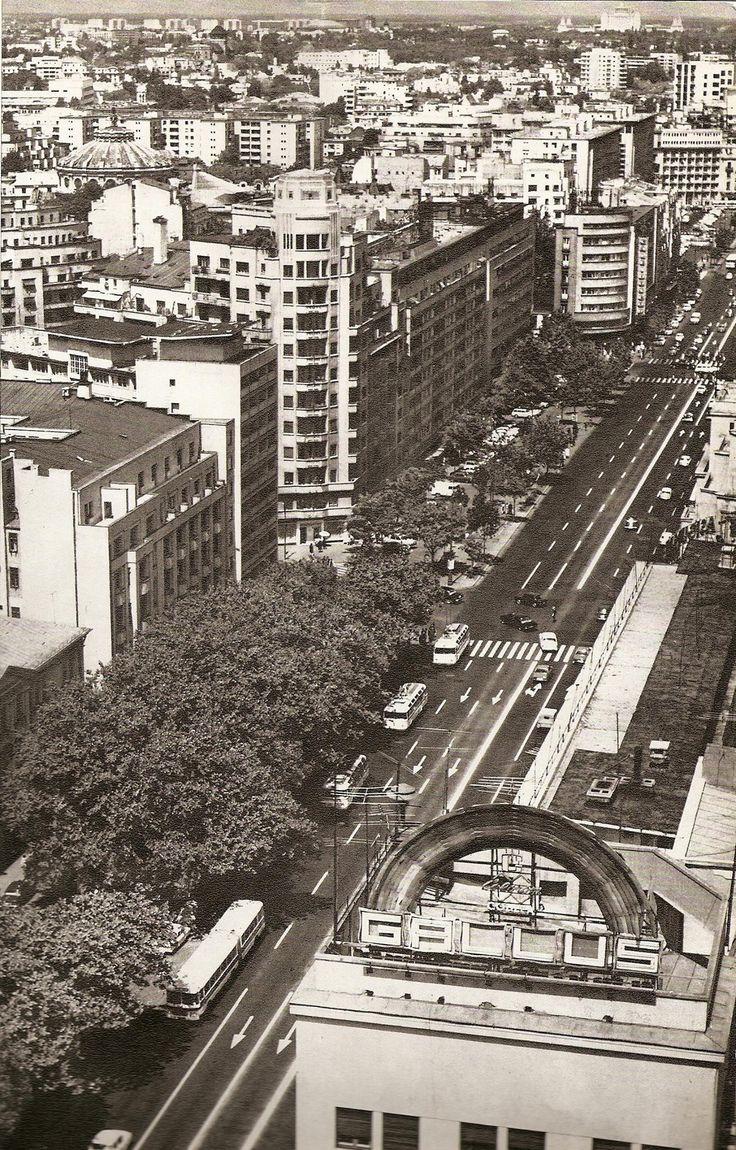 O perspectiva curprinzatoare a bulevardului N. Balcescu, luata de pe hotelul Intercontinental. Cel mai important aspect al imaginii este blocul Wilson, in centrul imaginii, in forma sa originala (inainte de a fi afectat de cutremurul din martie 1977).  foto: George Serban