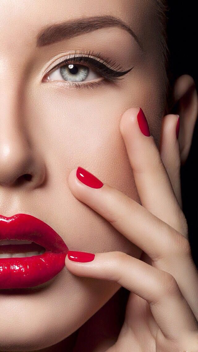 Winged Eyes Red Lips And Red Nails Perfect Winged Eyeliner Red