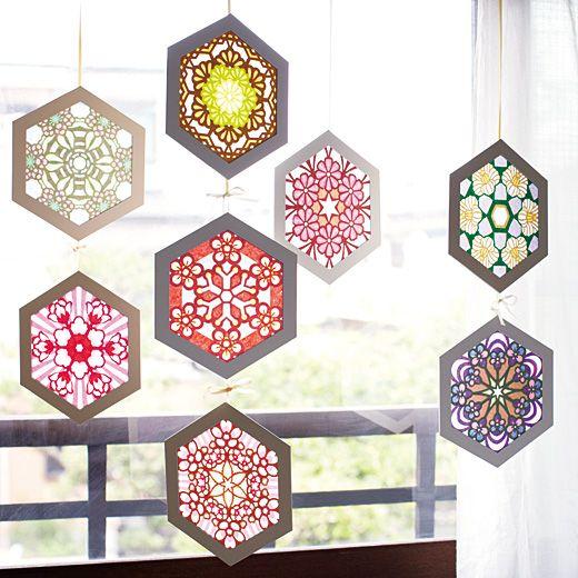六角形のローズウィンドウ 日本の四季を彩る花のデザイン デザイン*制作 平田朝子