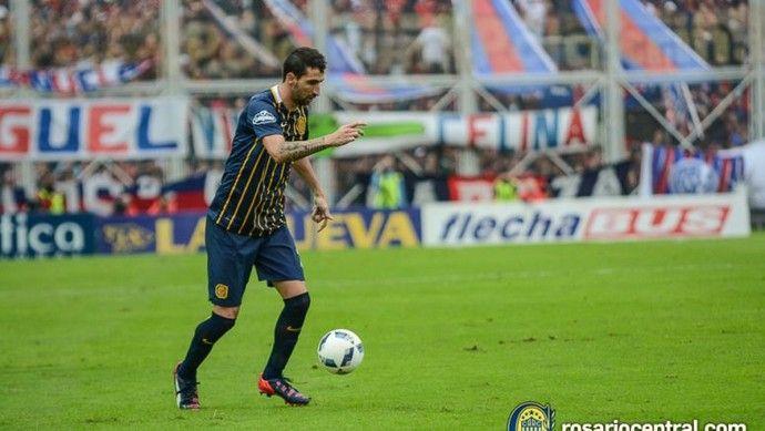 Donatti com a bola no pé: jogador esteve cotado para substituir Lollo, que foi para o River (Foto: Divulgação Rosario Central)