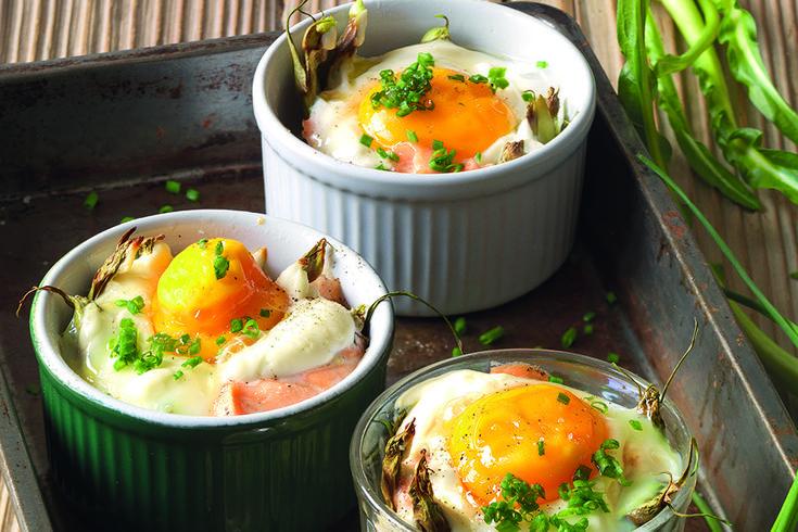 La Cucina Italiana  Salmone marinato, puntarelle e uova in cocotte