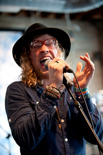 Goofy facial expressions. Incredible voice.  Allen Stone