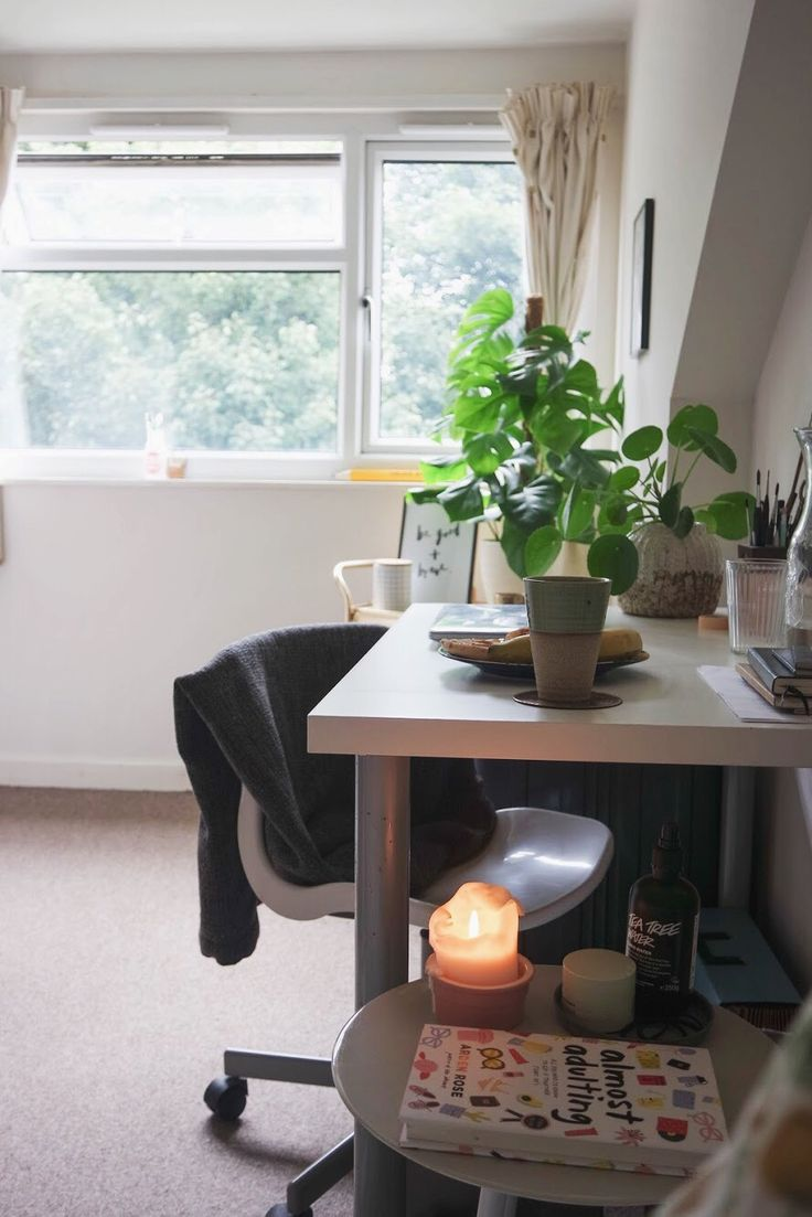 Polly Vadasz: Advice On Settling Into Your University Room + Room Tour