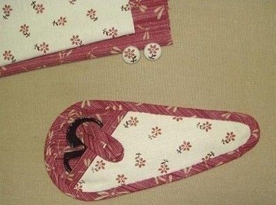 Handmade Scissor Holder Out Of Fabric • Free tutorial with pictures on how to make a scissors holder in under 90 minutes