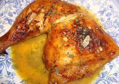 Pollo troceado con naranja y cerveza.