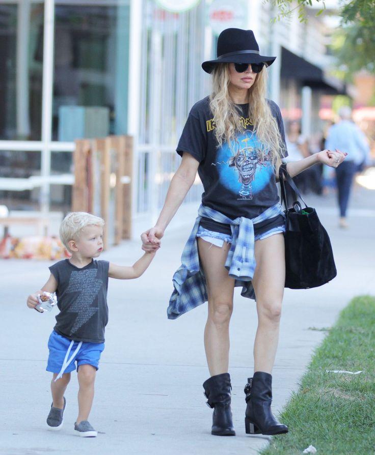 Fergie and Josh Duhamel take their son Axl to the park on September 20, 2015