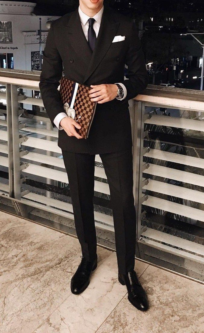 Accessorize your suit with White Pocket Square - https://www.luxury.guugles.com/accessorize-your-suit-with-white-pocket-square/