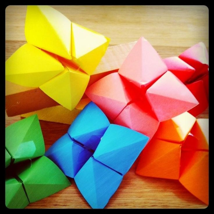 Remember these things?  I loved them as a kid.  We used them to tell our fortune- like who we were going to marry.  Our local school supply store gave out a summer learning packet when I went in recently.  They had a cute ide that I made for my kids.  It's a cootie catcher already …